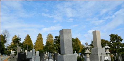 常山そばの墓地