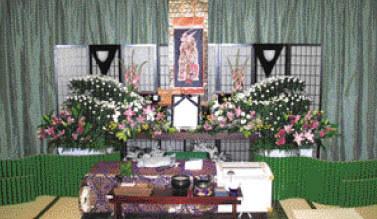 相賀佛光堂の家族葬 祭壇飾り